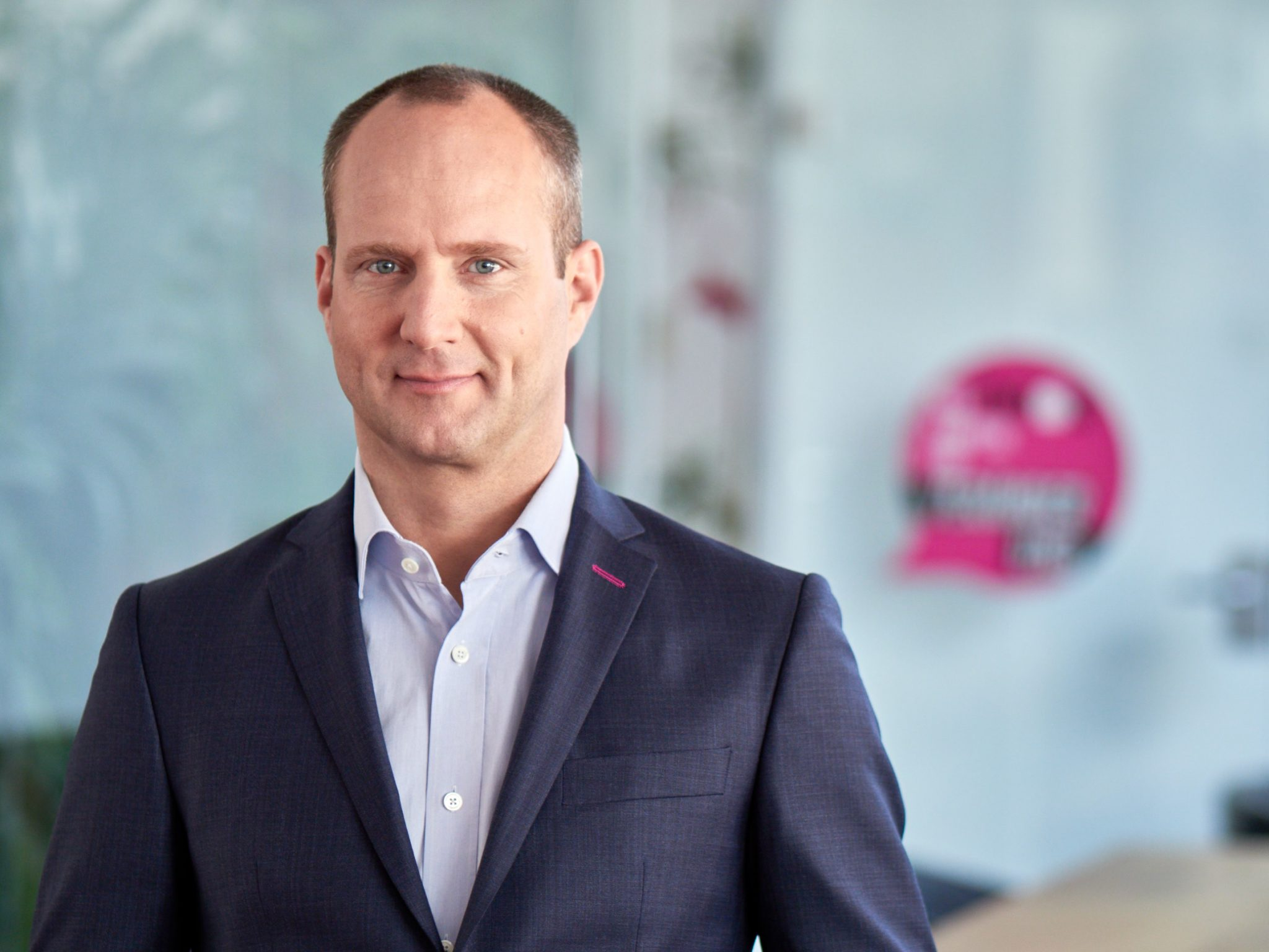 INTERVIEW MATTHIAS STROLZ___NEOS