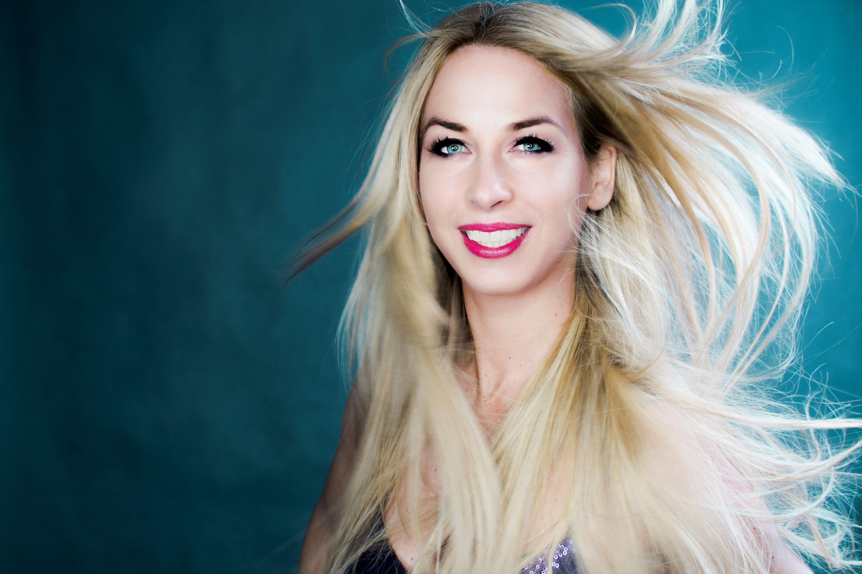 INTERVIEW YVONNE SIMONA RUEFF – DANCER AGAINST CANCER!