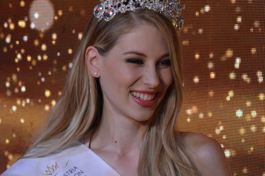 INTERVIEW LARISSA ROBITSCHKO MISS AUSTRIA